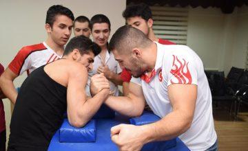 Samsun Yıldız Gençlik, Spor Türkiye Bilek Güreşi Yarışması'na gidiyor