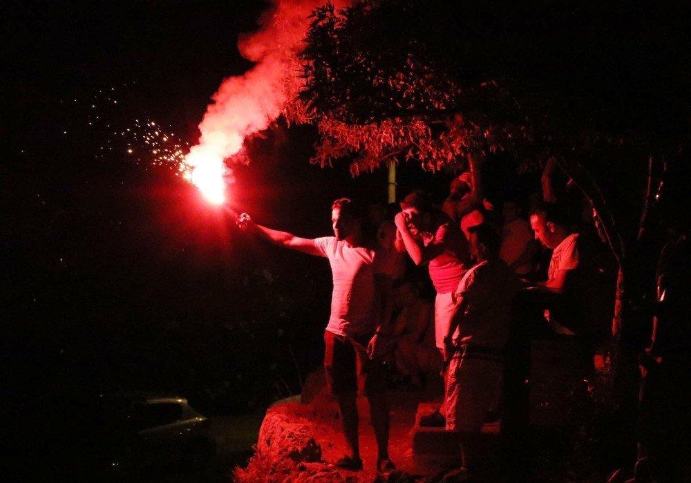 Taraftarlar, Yangınla Selfie Yaptı