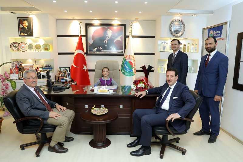 İlkadım Belediye Başkanı Tok, koltuğunu Minik Rana'ya devretti