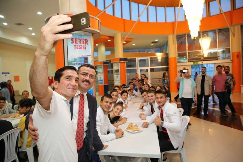 Başkan Taşçı sporcularla iftar yaptı