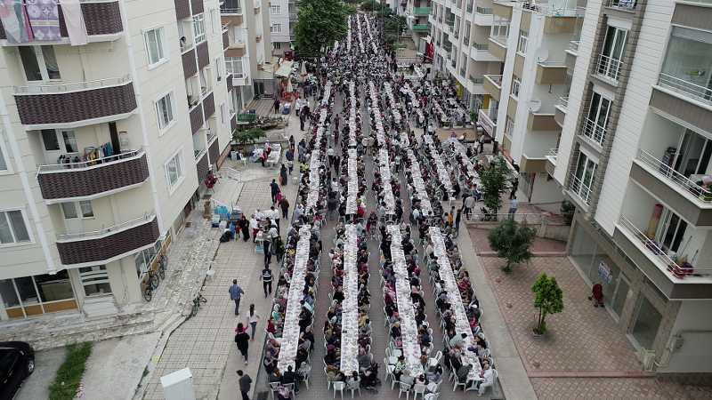 5 bin kişi aynı sofrada oruç açtı