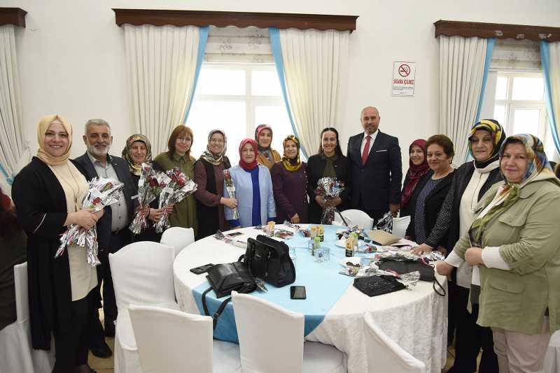 Tekkeköy Belediye Başkanı Togar, Anneleri Unutmadı