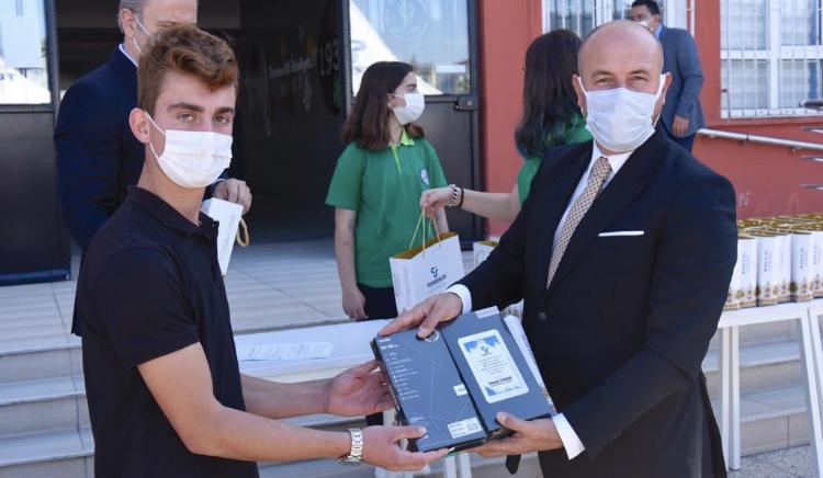 Tekkeköy Belediyesinden Tablet Dağıtımı