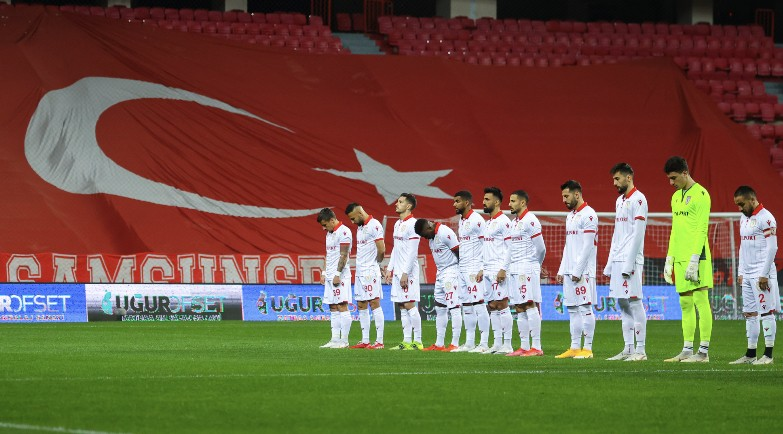 Samsunspor'a 2 Maçta 5 Kırmızı Kart Çıktı