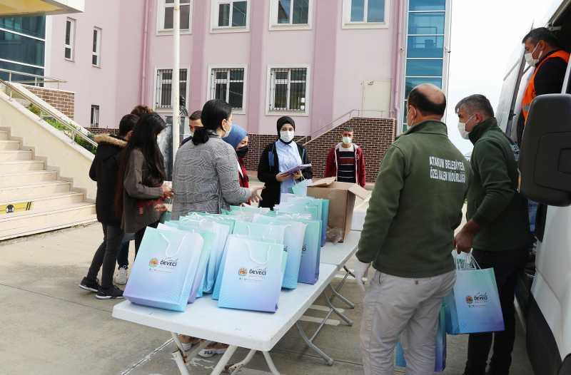 Atakum Belediyesi'den üniversite adaylarına soru bankası desteği