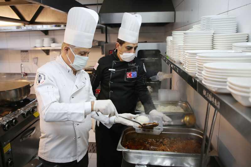 Atakum Belediyesi'nden sıcak yemek desteği