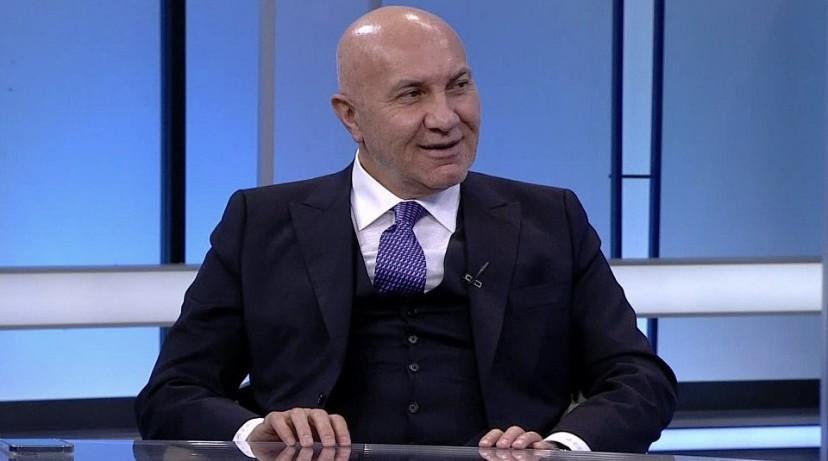 Ve Yüksel Yıldırım, Ertuğrul Sağlam ve Futbolcularla..