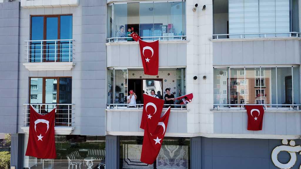 Atakum sokaklarında  23 Nisan sevinci