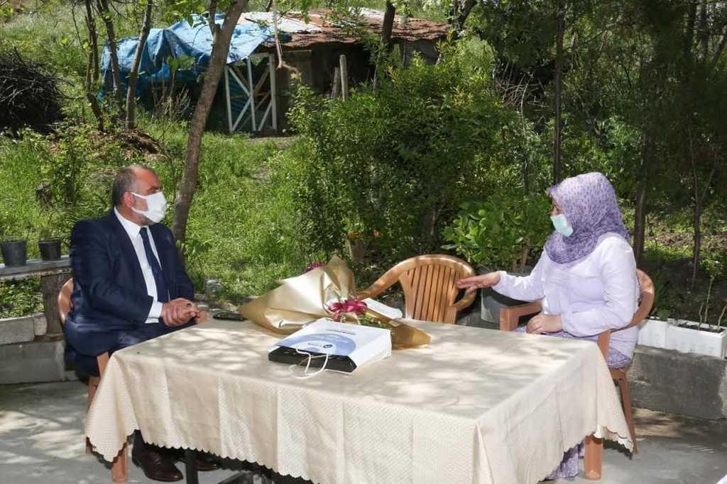 İdlib Şehidi Annesine Başkan Sandıkçı'dan Anlamlı Ziyaret