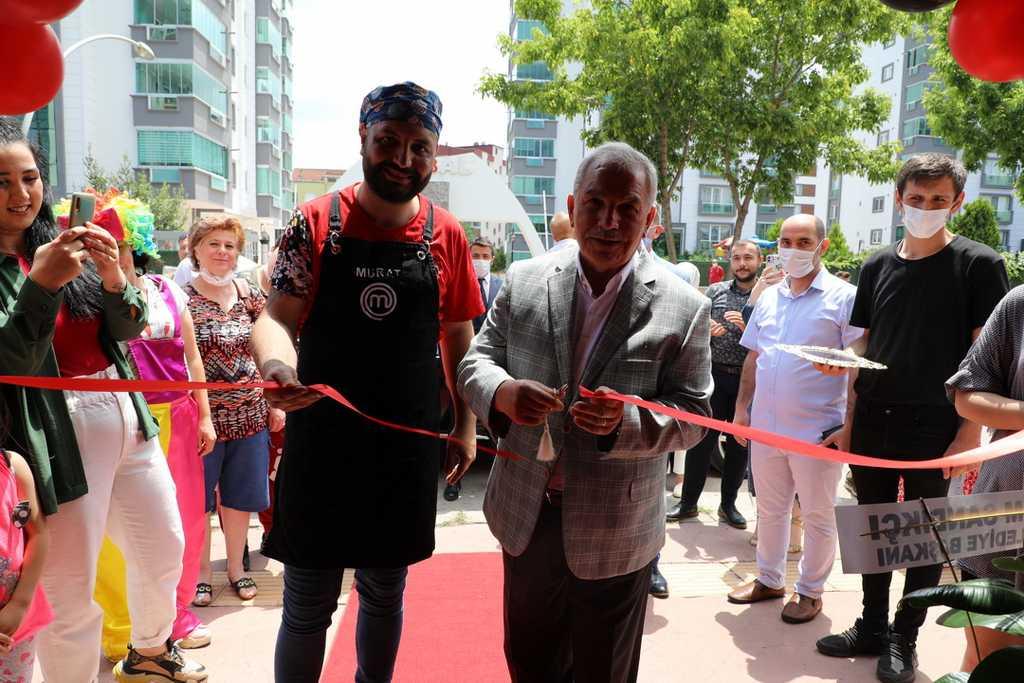 Master Chef yarışmacısı Murat Tokmak'ın işyeri açıldı