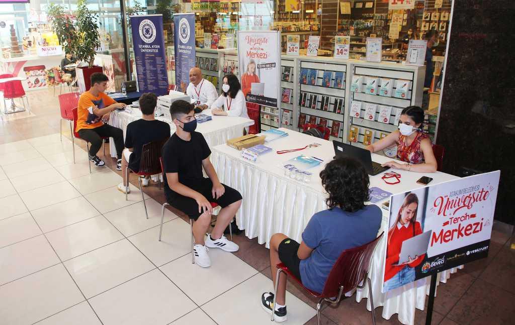 Atakum Belediyesi'nden üniversiteli adaylarına danışmanlık desteği